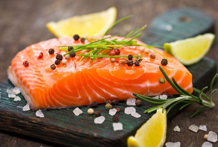 El salmón contiene omega 3 muy bueno para la visión